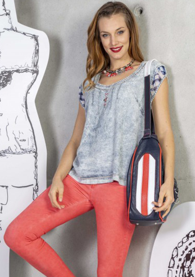 Jeans / T-shirt for women - CAMI - Elisa Cavaletti